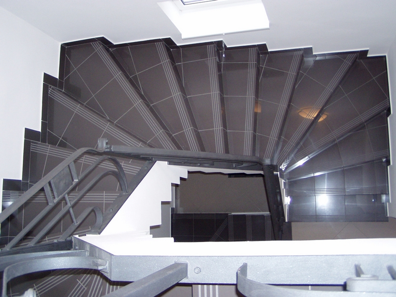 Gipszbeton lépcső – Reketye Kft.