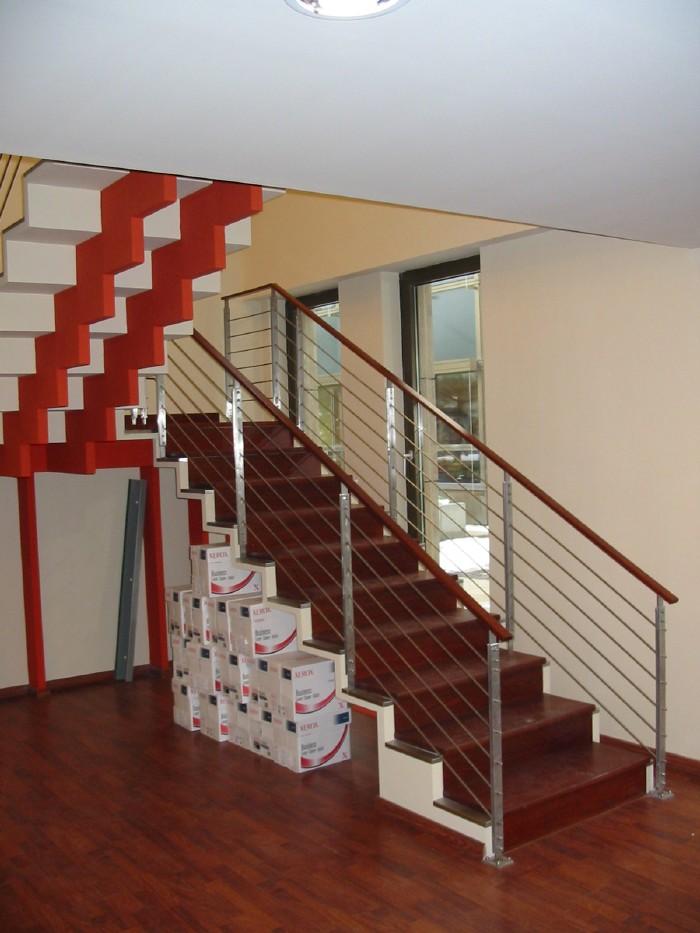 Egyedi pihenős lépcső