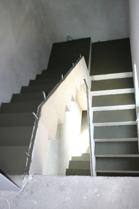 Osztott pihenős lépcső
